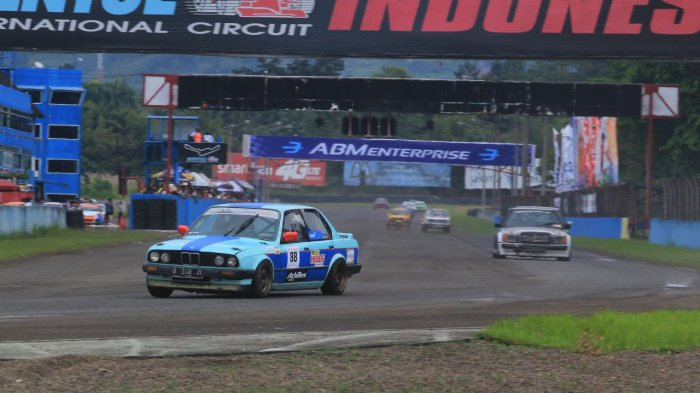 Indonesia Retro Race Puji Suasana Baru Night Race ISSOM 2018