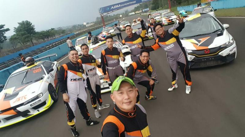 ABM Motorsport Lakukan Photo Session Jelang ISSOM Night Race